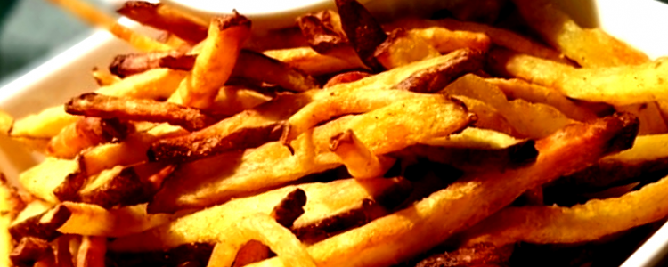 hacer patatas fritas con freidora